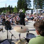 Konsert med Bjøro Håland under åpningen av Mineralparken Camping