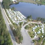 Mineralparken Camping og Mineralparken sett fra luften under åpningen av Mineralparken Camping på Evje