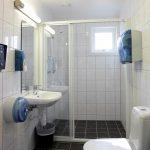 Et av baderommene i det moderne sanitæranlegget på Mineralparken Camping på Evje.