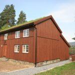 Laftehuset, som er utleiehuset for overnatting på Mineralparken på Evje, ligger midt i parken slik at alle rommene har flott utsikt over Otra og Klatreskogen.