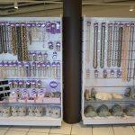 Smykker i ferskvannsperler i Rock Shop på Mineralparken